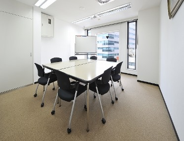 会議室D(ロの字型8名)