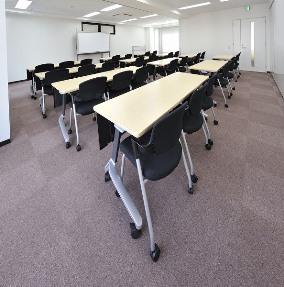 会議室A+B(スクール型35名)