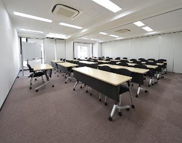 会議室B+C(縦スクール型35名)