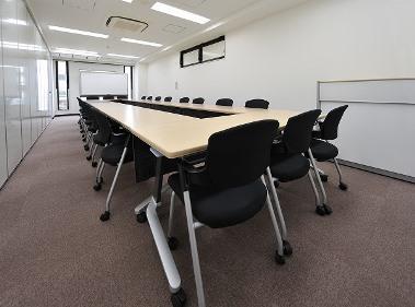 会議室A(ロの字形式22名)
