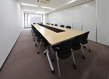 会議室B・C(ロの字型18名)