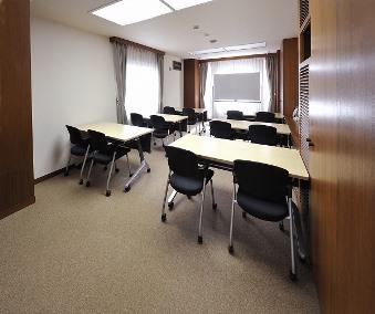 会議室E(スクール型12名)