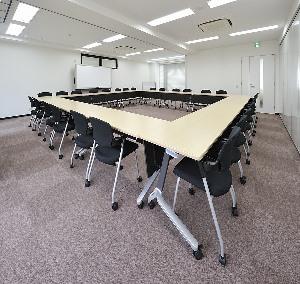 会議室A+B(ロの字型28名)