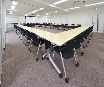 会議室A+B+C(ロの字型38名)