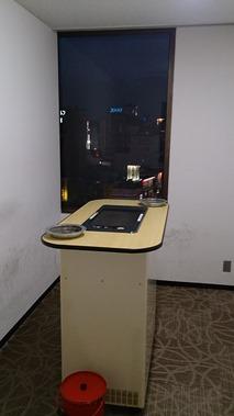 9階喫煙所(ビル内喫煙所は9階のみのご準備となります。)