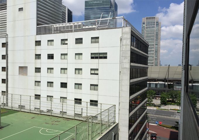 室内からの眺望3(ビル裏・東京駅側)
